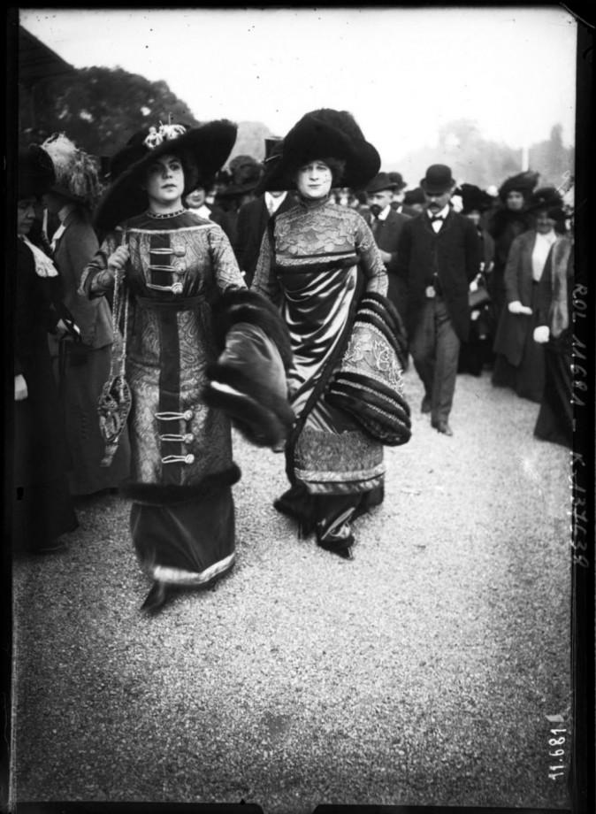 1910 Prix du conseil municipal [deux élégantes]