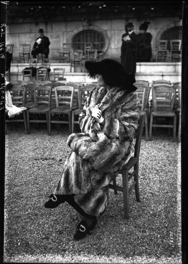 1911 An elegant fur coat