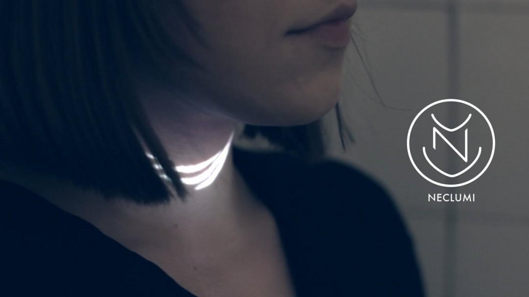 Un collier lumineux