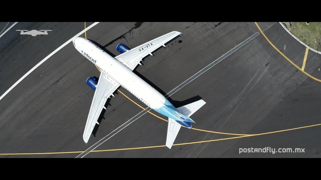 Un drone au dessus d'un aéroport