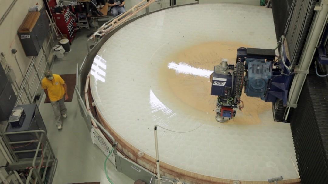 Comment polir le miroir d'un gros télescope