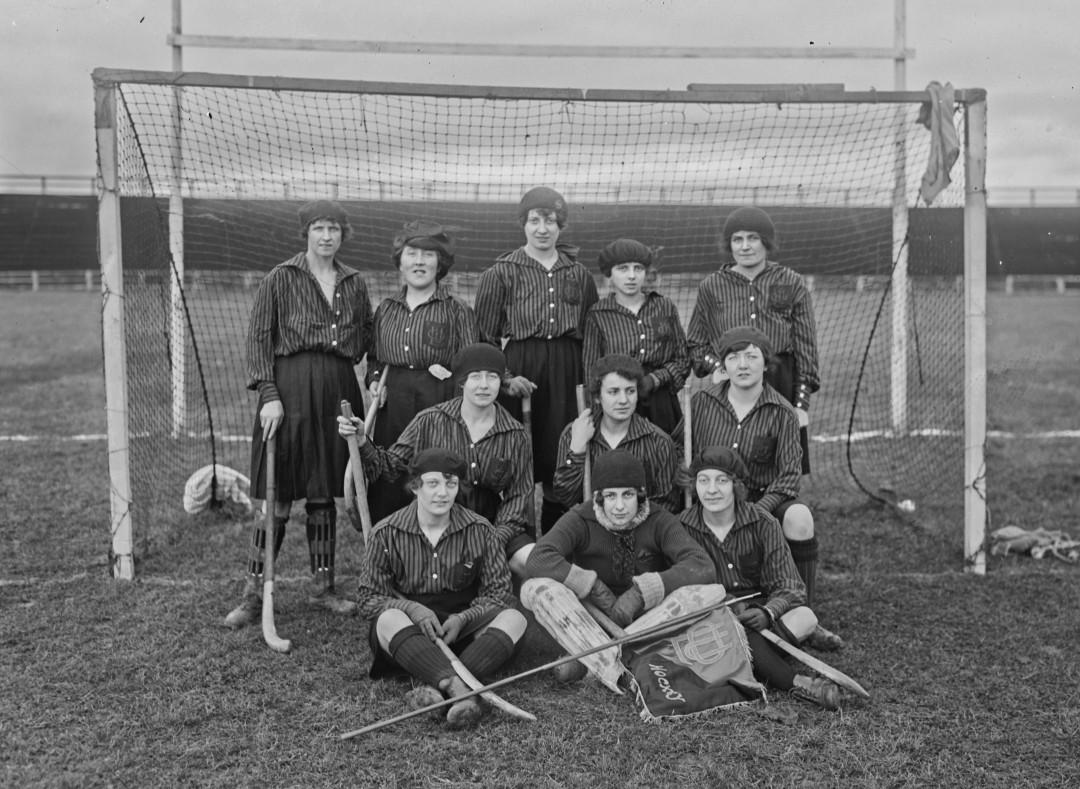 femme-hockey-gazon-1921-lyon