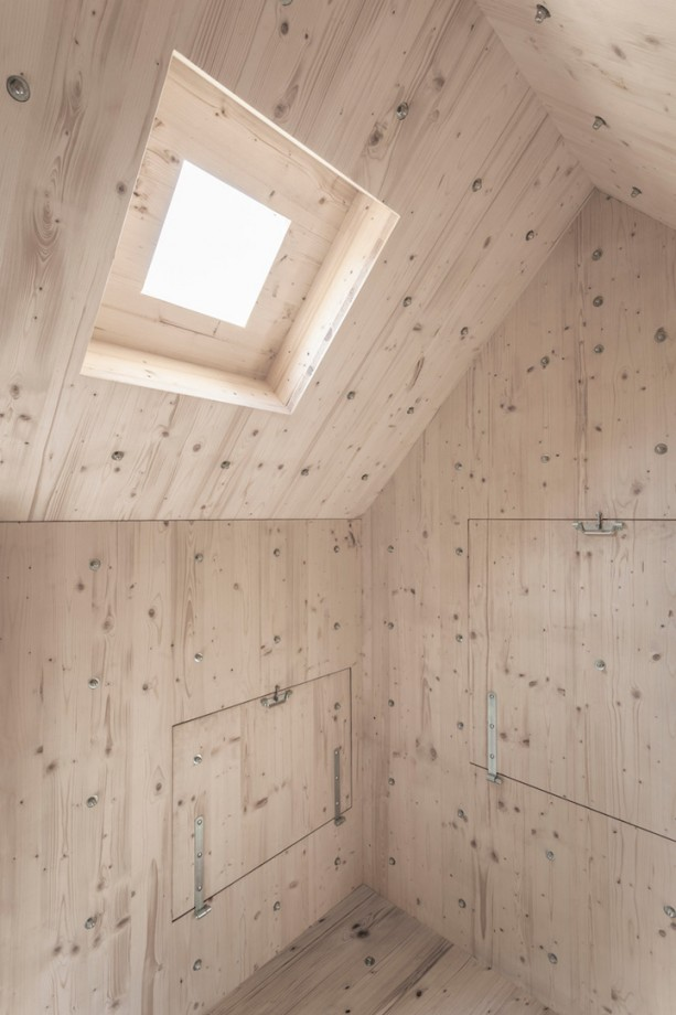 rocheralpe-suisse-cabane-05