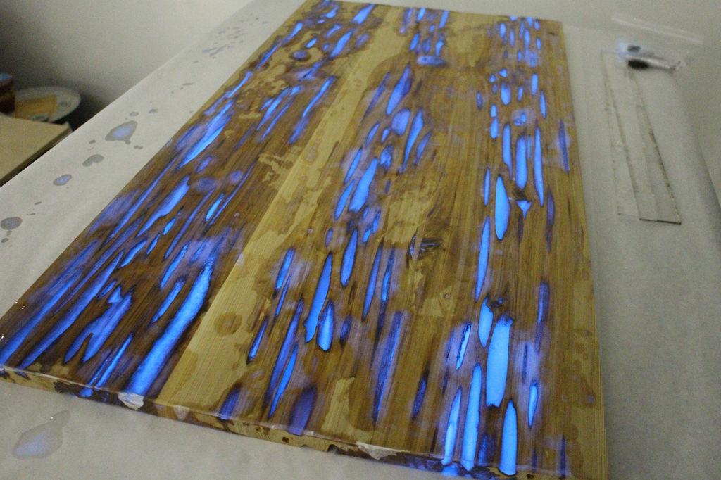 table-trou-fluo-06