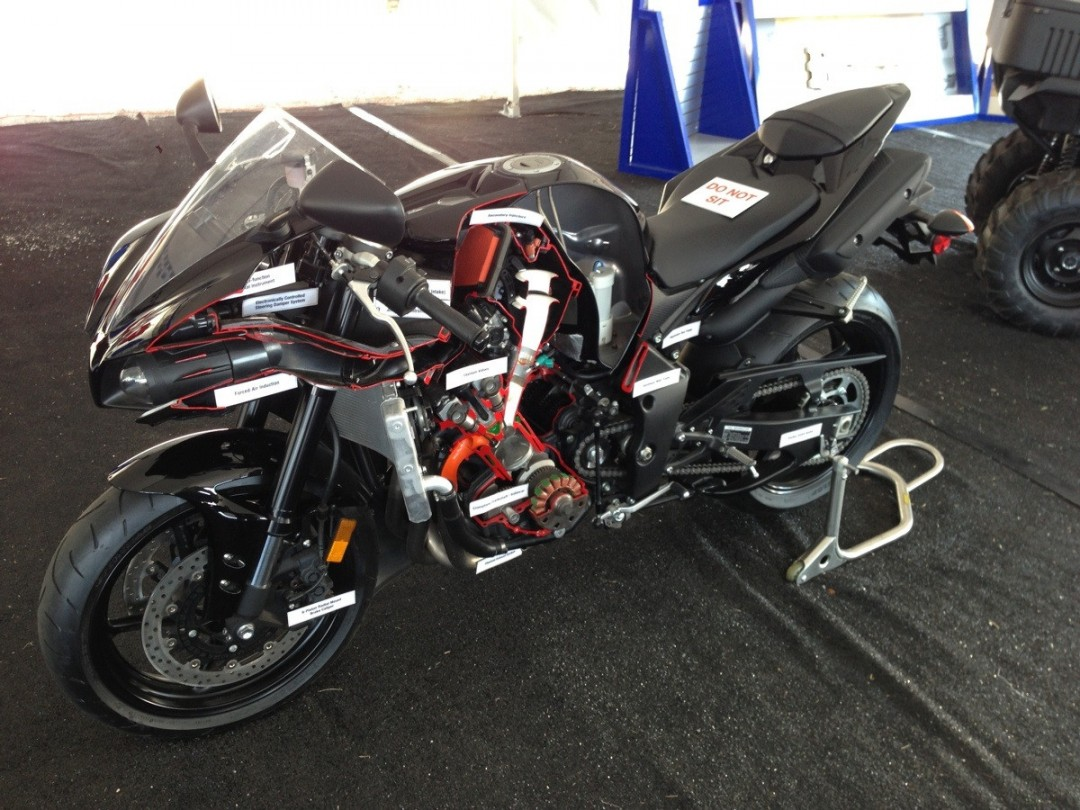 Une moto Yamaha R1