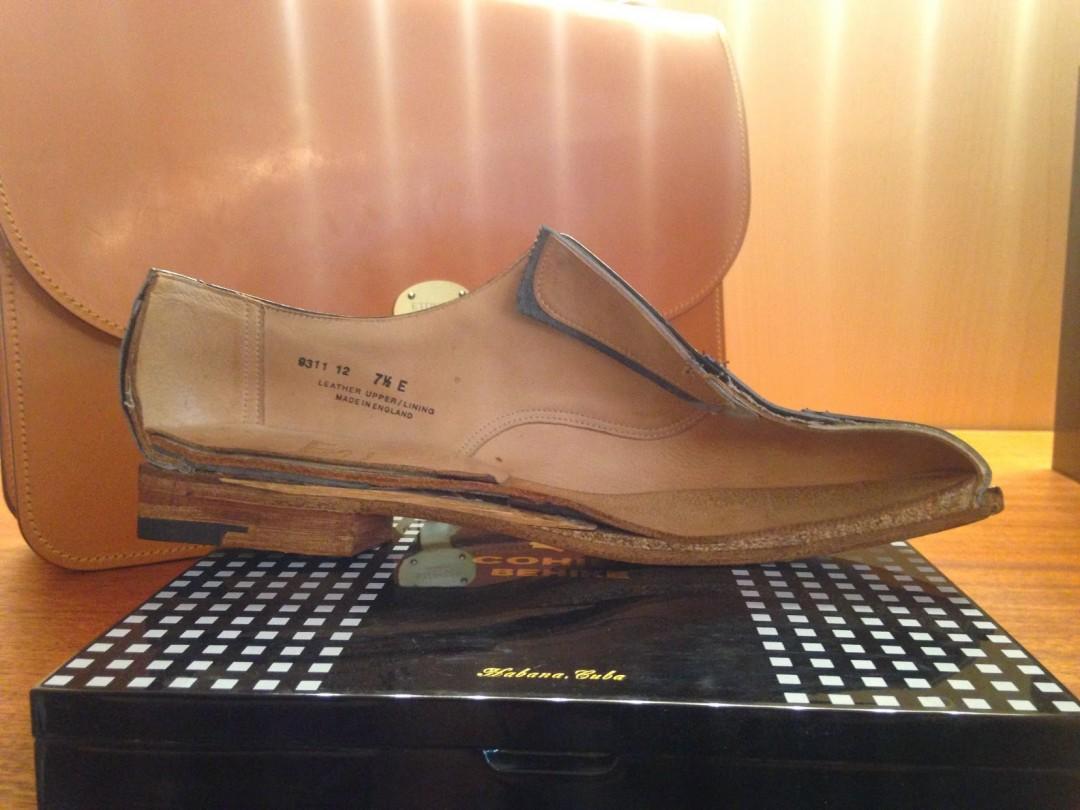 Une chaussure en cuir