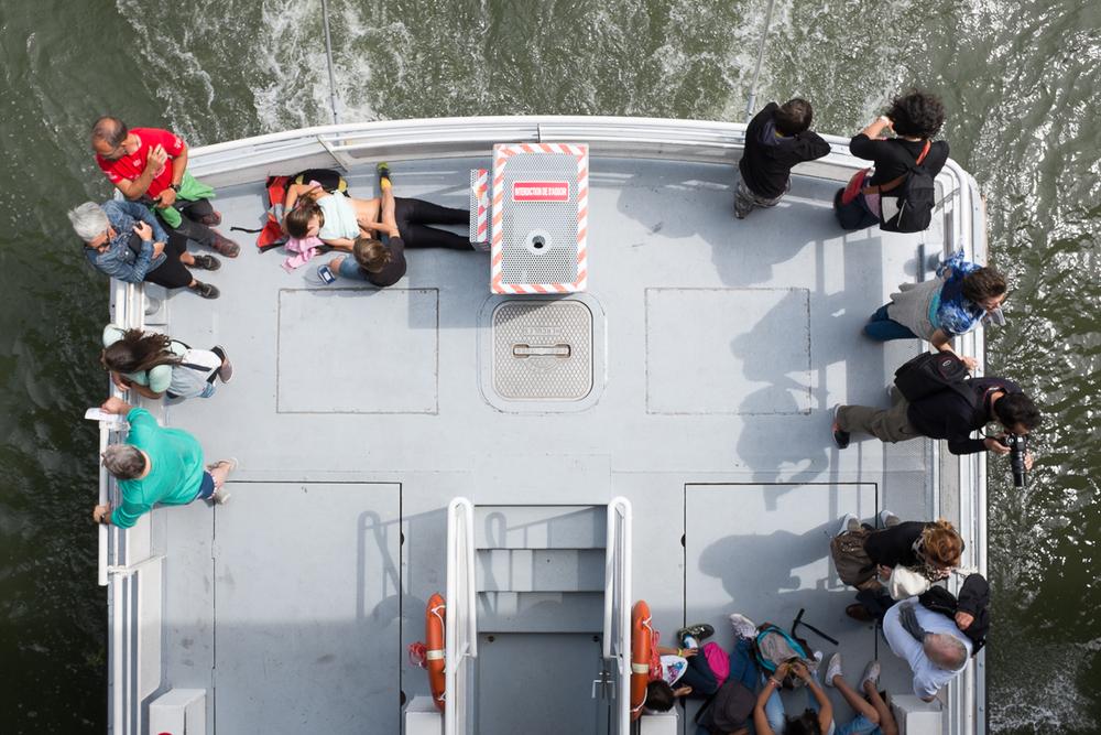 bateau-mouche-touriste-paris-02