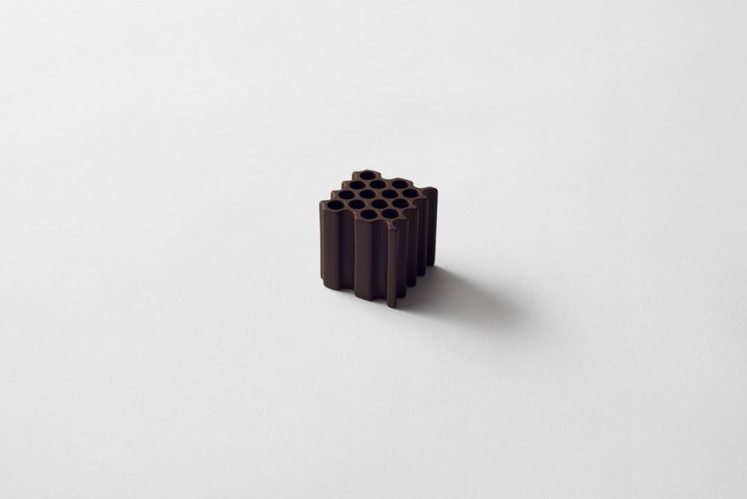 la plus belle boite de chocolat du monde par nendo. Black Bedroom Furniture Sets. Home Design Ideas
