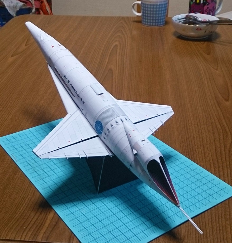 des maquettes de vaisseaux spatiaux en papier