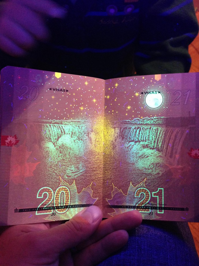 passeport-canada-uv-noire-lumiere-13