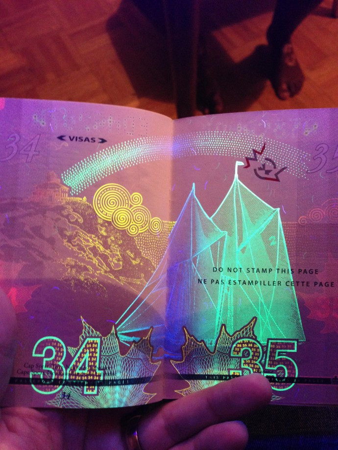 passeport-canada-uv-noire-lumiere-17