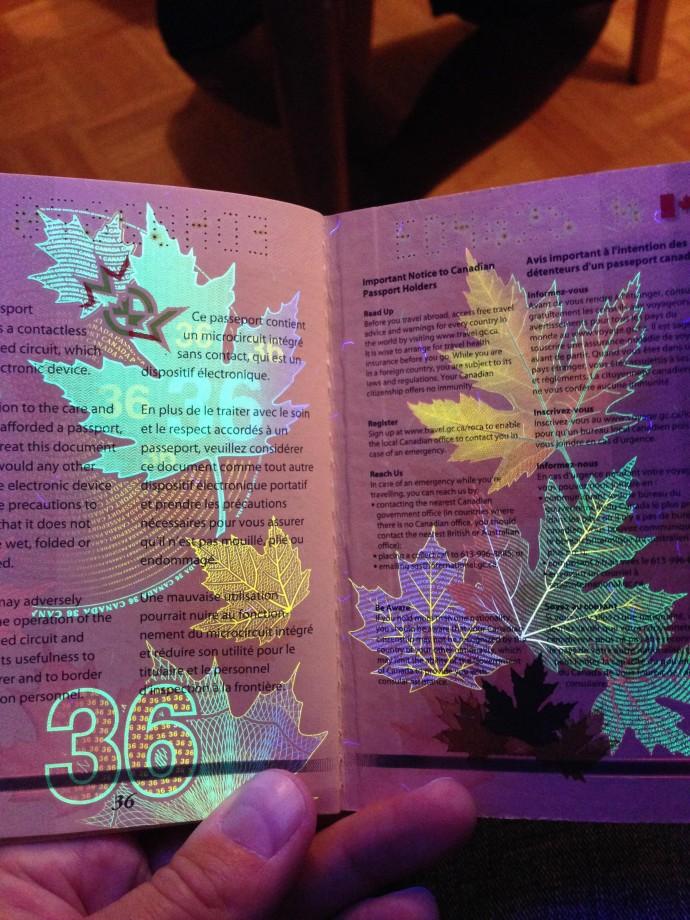 passeport-canada-uv-noire-lumiere-19
