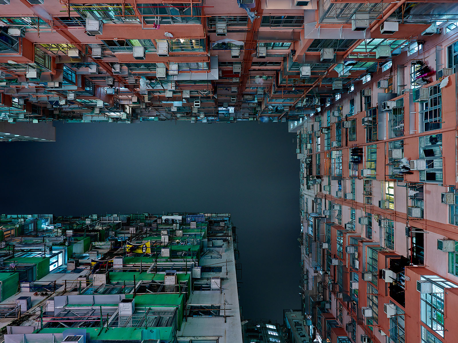 hongkong-vertical-03