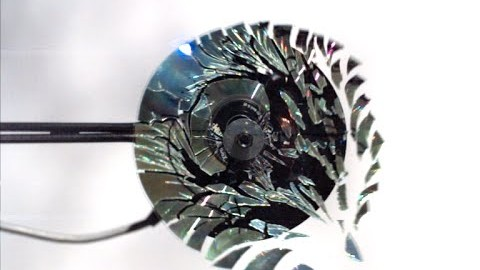 L'explosion d'un CD qui tourne trop vite