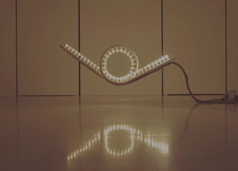 Un looping lumineux interactif