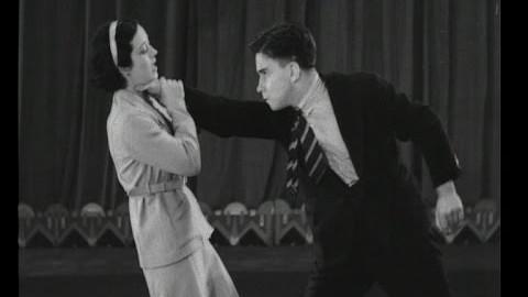 Une démonstration de jujitsu par une femme en 1933