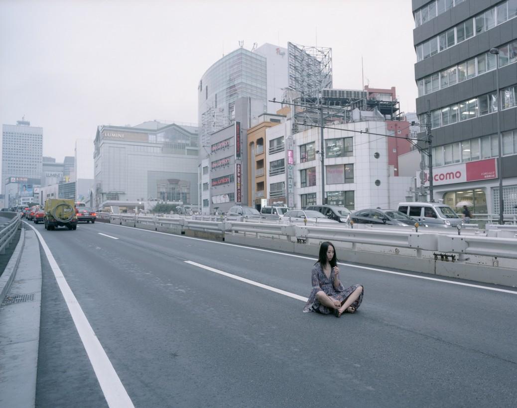 japon-allonge-assis-terre-02
