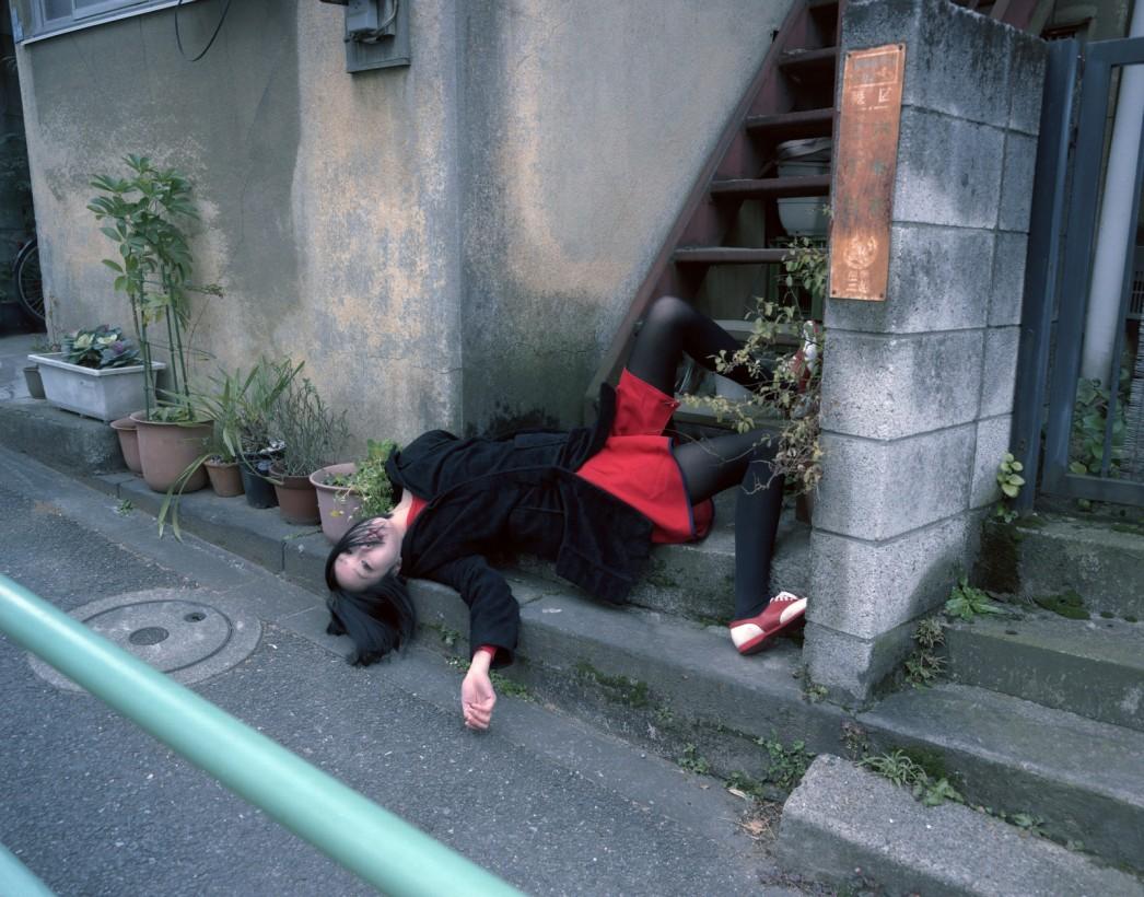 japon-allonge-assis-terre-03