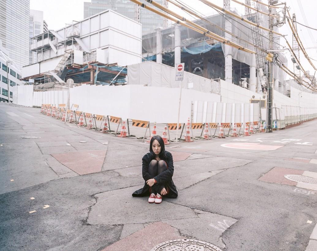 japon-allonge-assis-terre-05