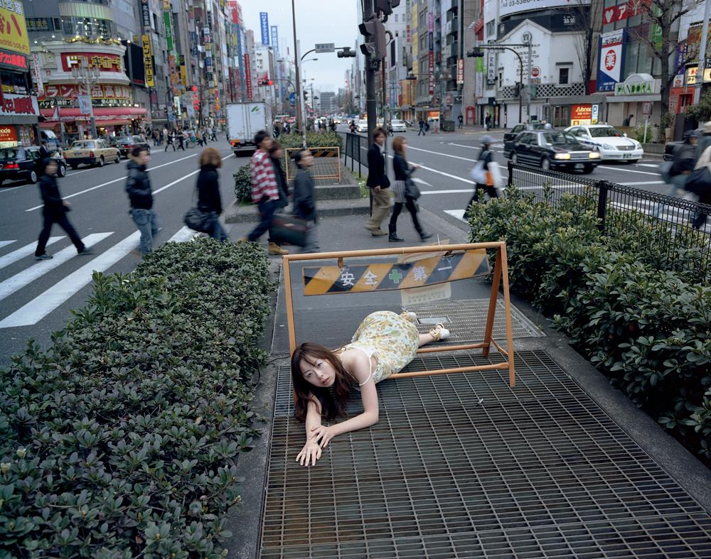 japon-allonge-assis-terre-06