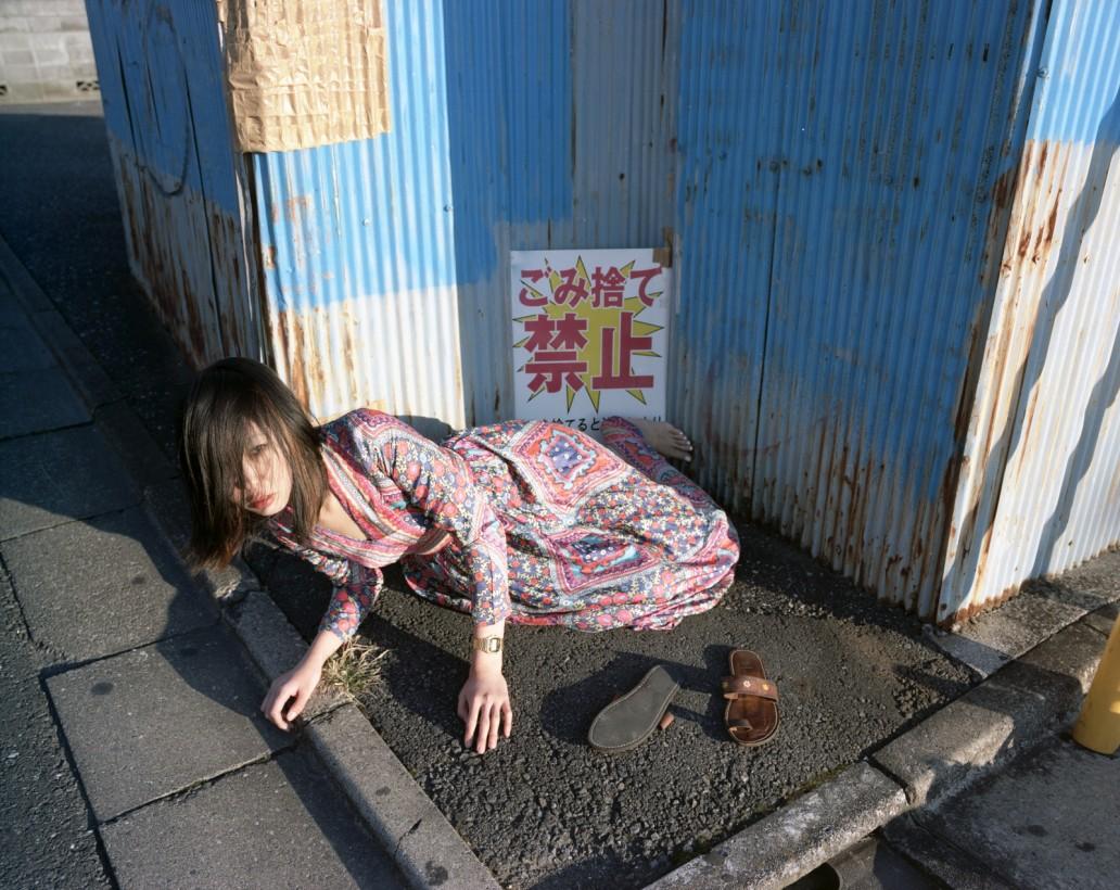 japon-allonge-assis-terre-07