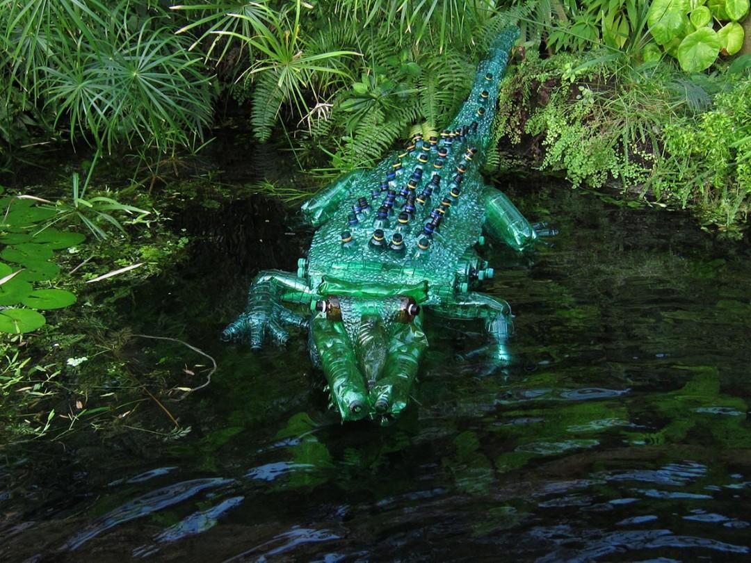 sculpture-bouteille-plastique-fondu-08