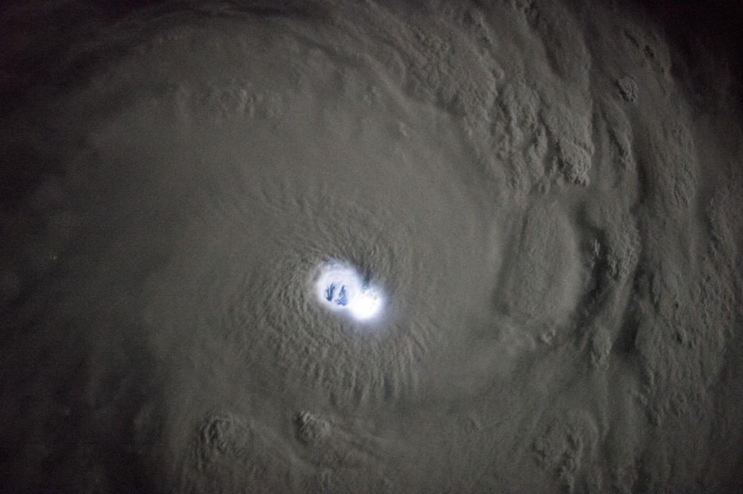typhon-ouragan-photo-espace-07