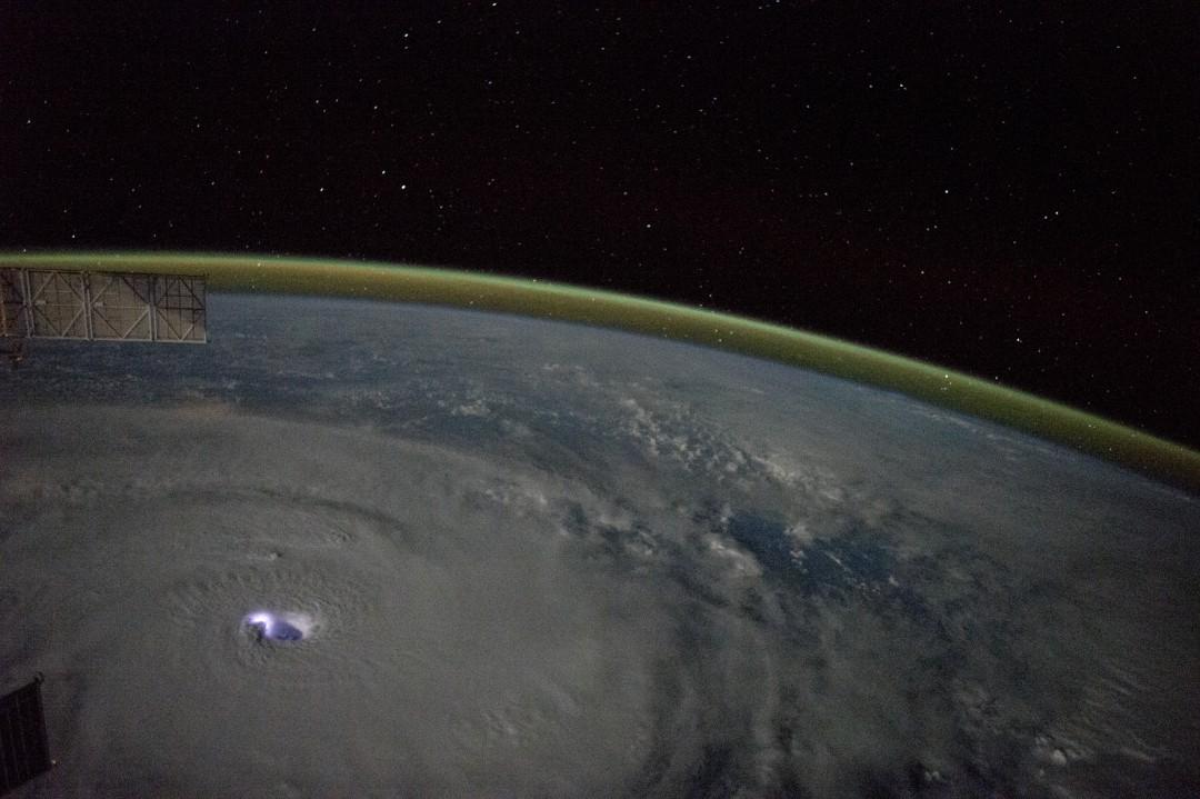 typhon-ouragan-photo-espace-08