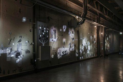 Un mur s'anime avec des projections