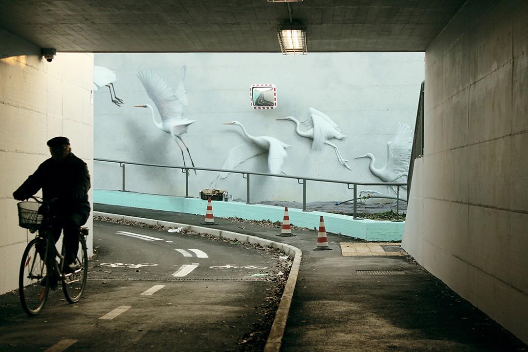 artiste italien Eron a créé cette fresque sous un viaduc à ...