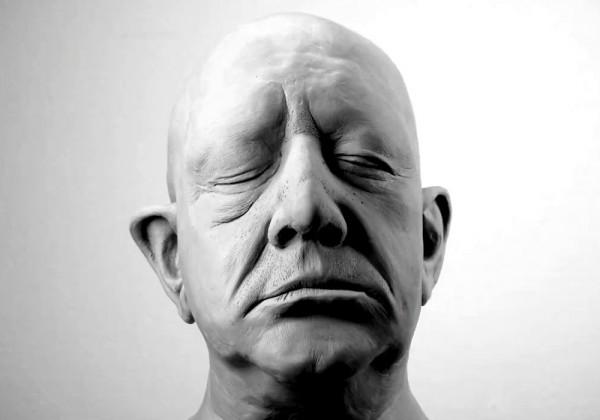 La déconstruction d'une tête d'argile