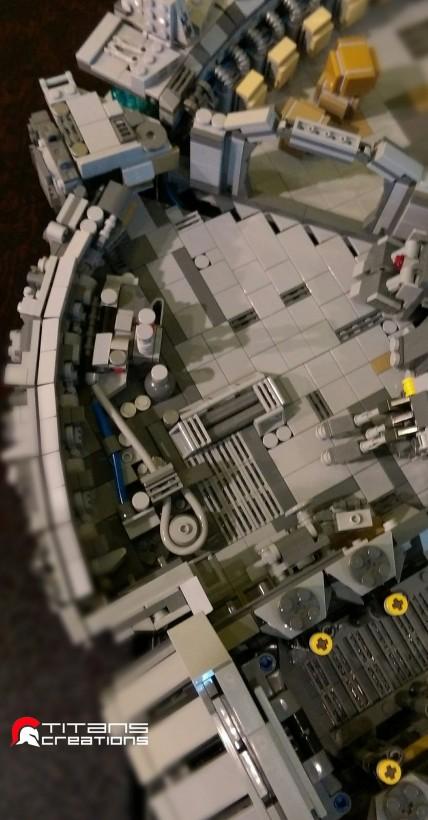 Un millennium falcon en coupe et en 10000 pi ces de lego for Interieur faucon millenium
