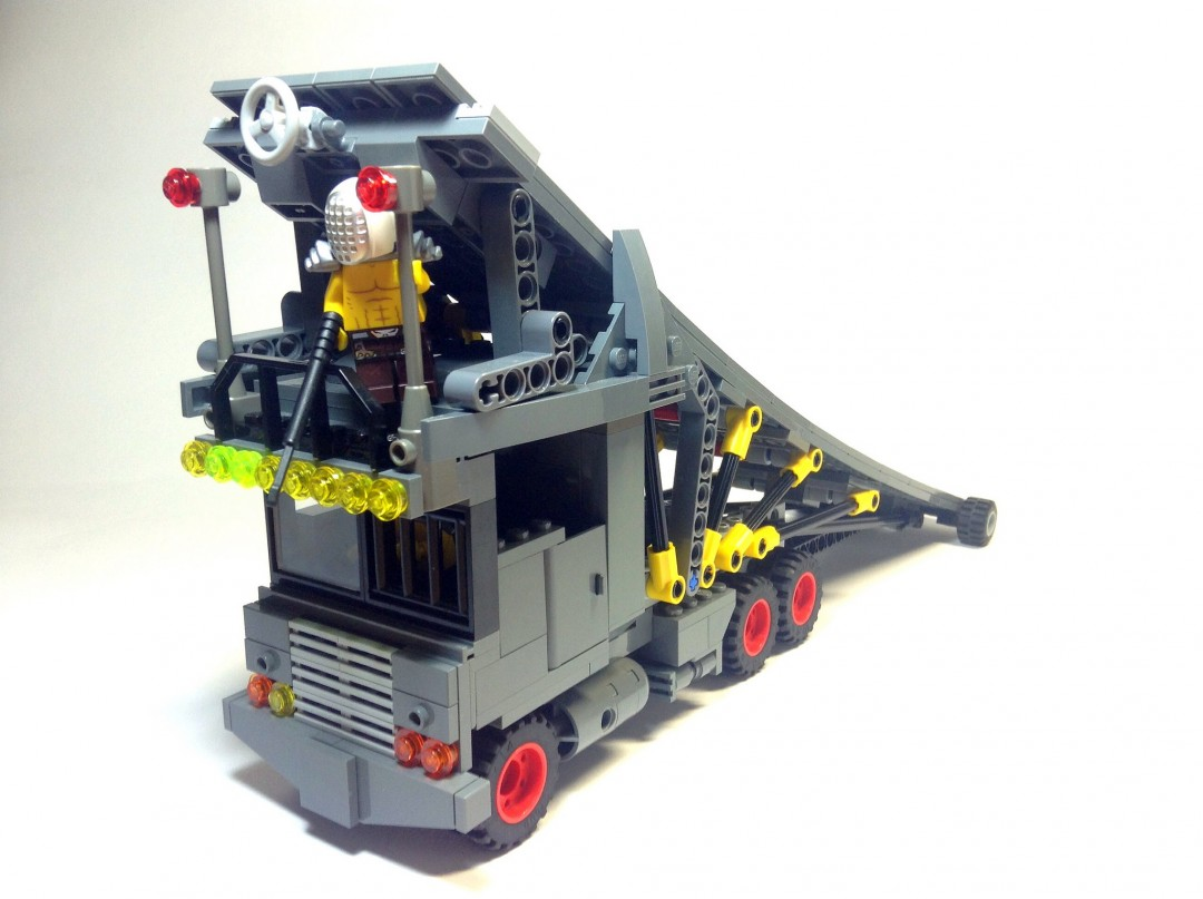 mad-max-fury-road-lego-10
