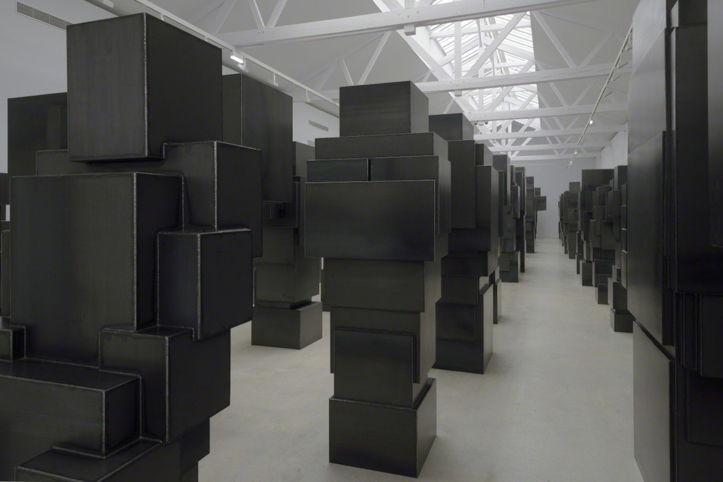 Antony-Gormley-corps-cube-04