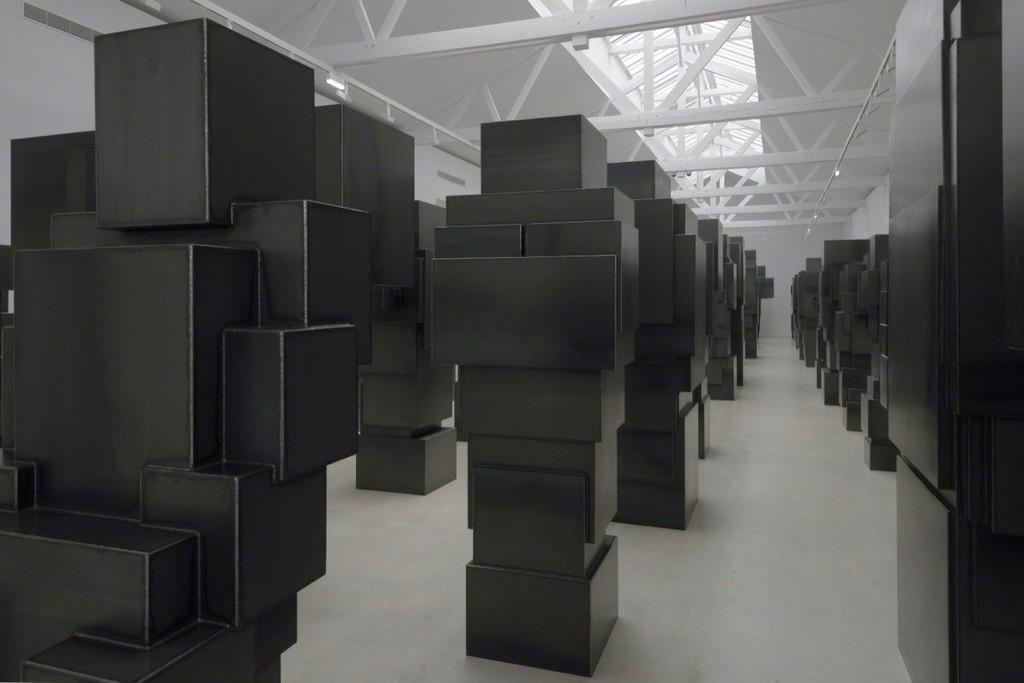 Antony-Gormley-corps-cube-04