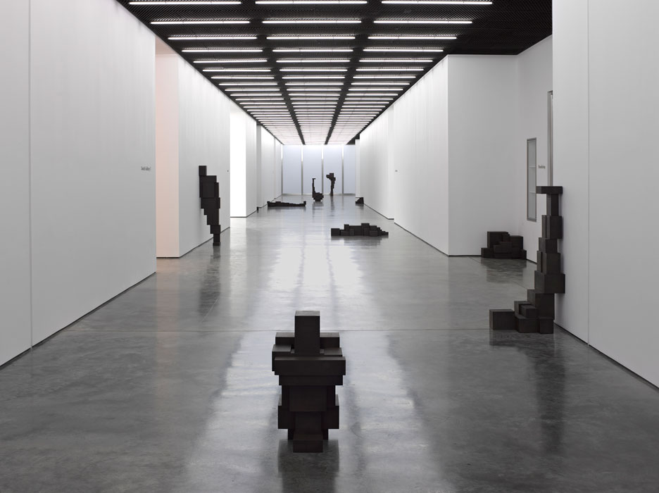 Antony-Gormley-corps-cube-10