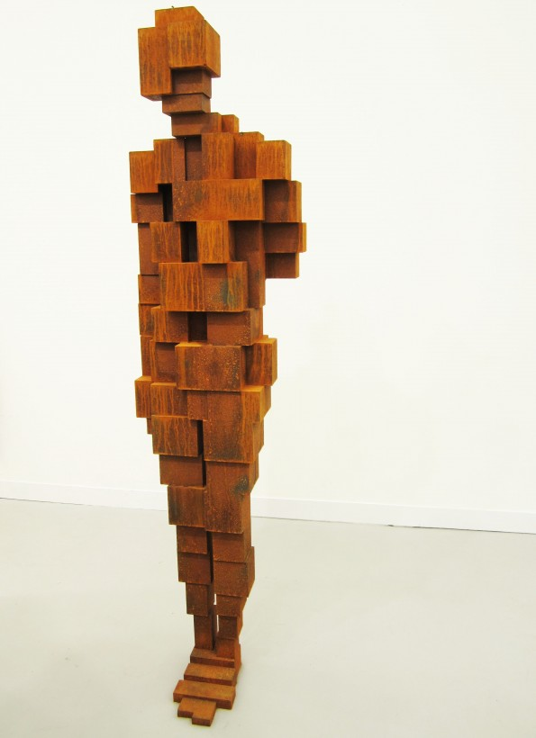 Antony-Gormley-corps-cube-11