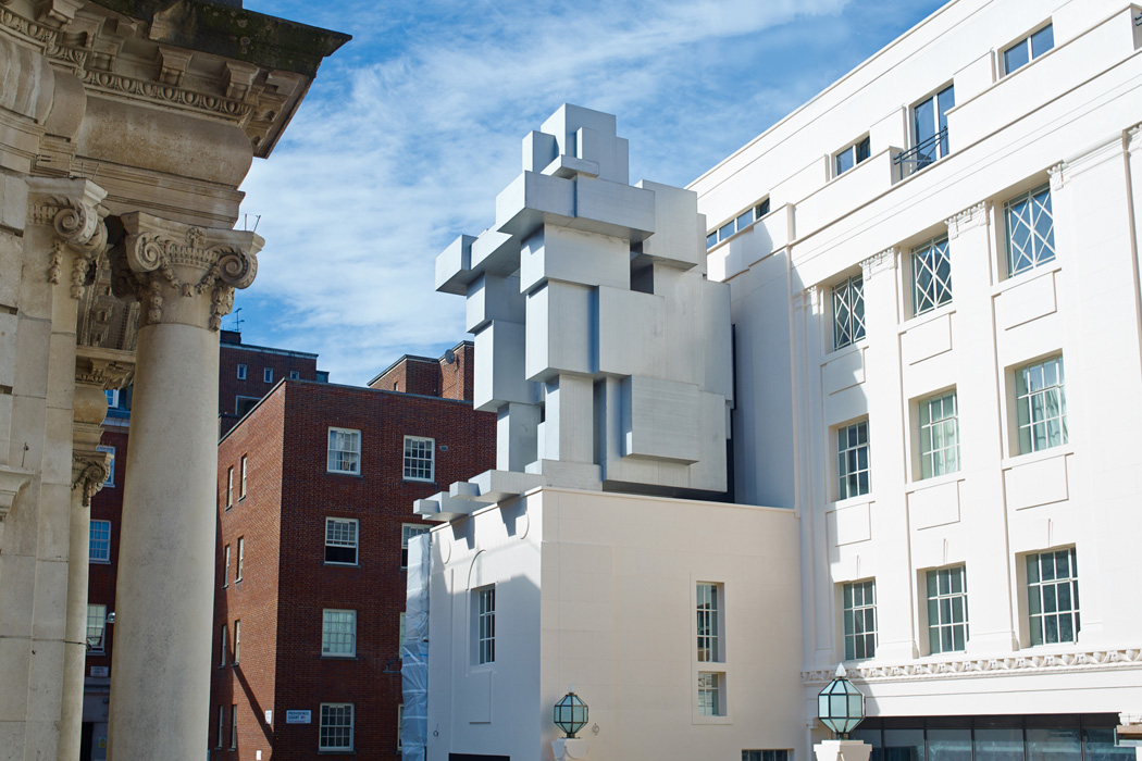 Antony-Gormley-corps-cube-13