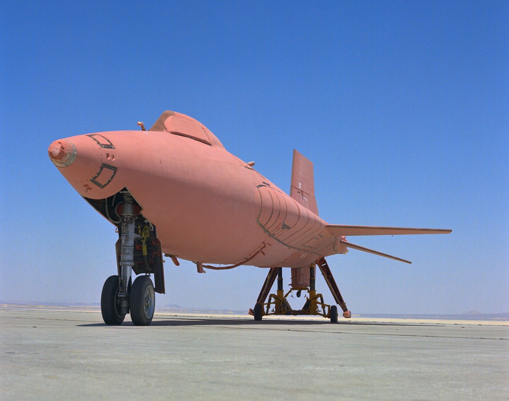 avion-X15-rose-01