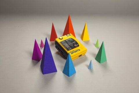 Une animation rétro à base de cassettes, disquettes et d'un walkman