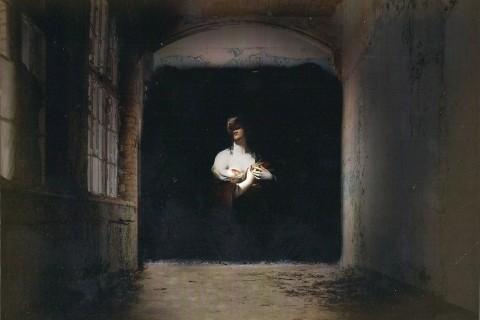 ombre-peinture-barique-abandonee-01