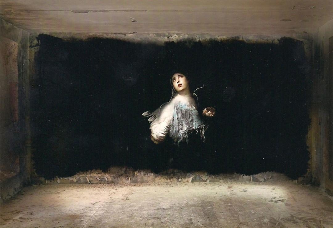 ombre-peinture-barique-abandonee-02