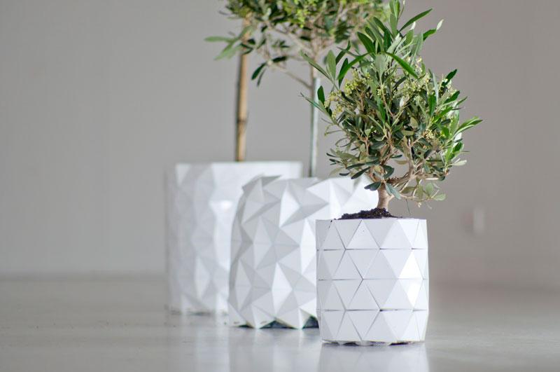 un pot de fleur origami qui grossit avec sa plante. Black Bedroom Furniture Sets. Home Design Ideas
