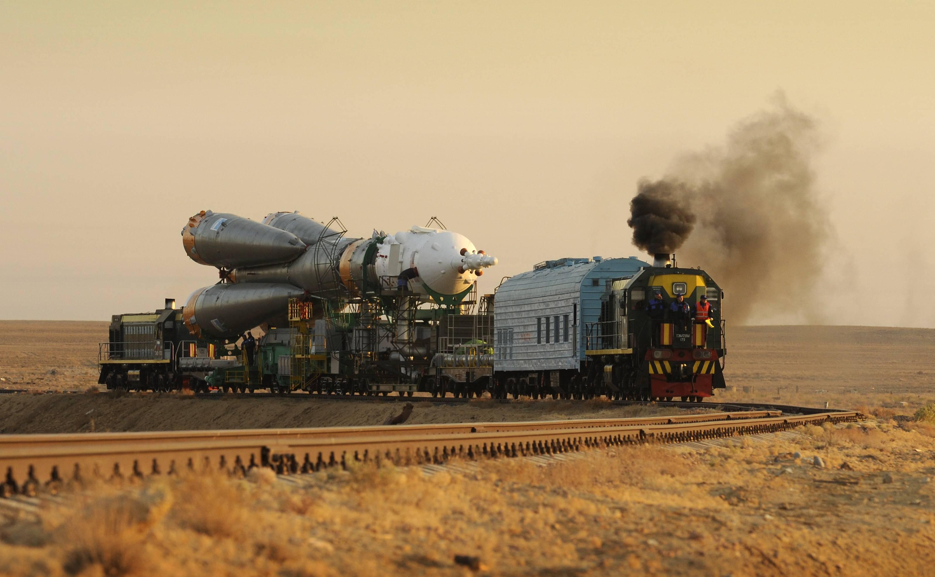 La fusée Soyouz sur son train