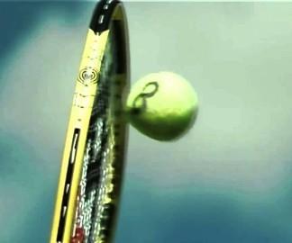 Un service de tennis à 230 km/h au ralenti