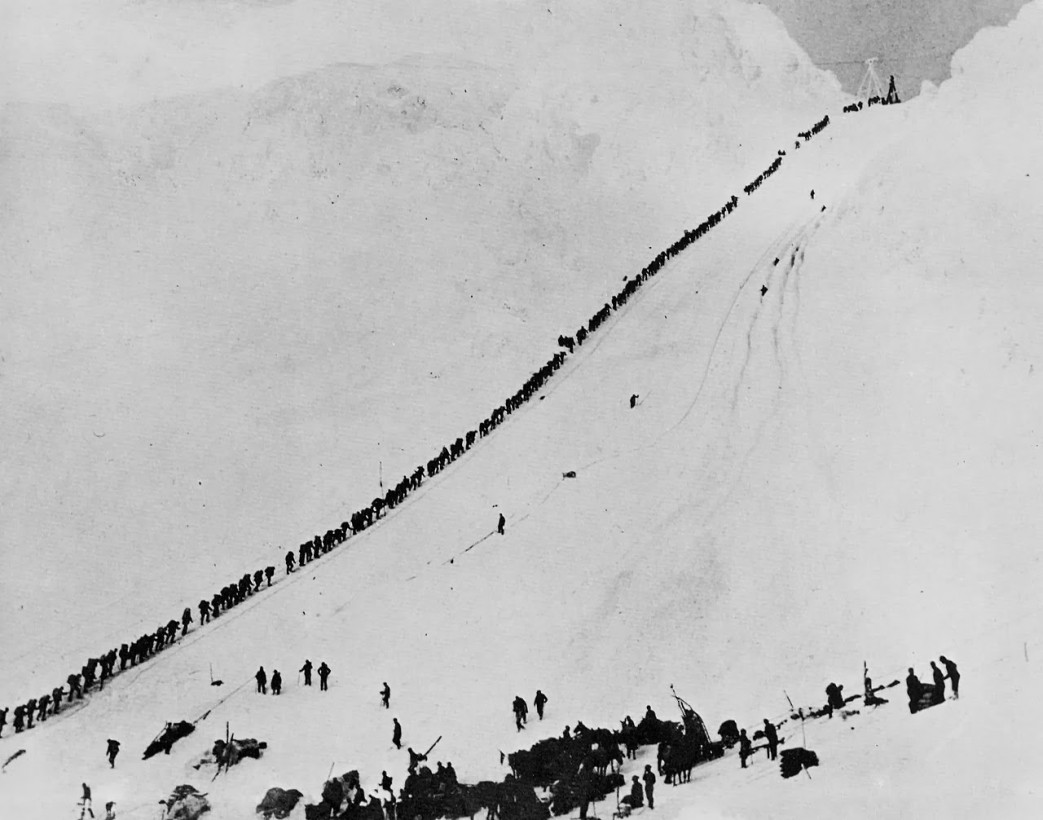 Gold diggers marching through Chilkoot pass, the only way towards Dawson City, 1898
