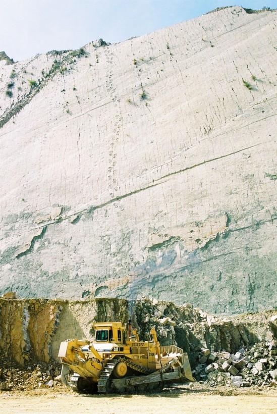 cal-orko-pas-dinosaure-falaise-bolivie-01