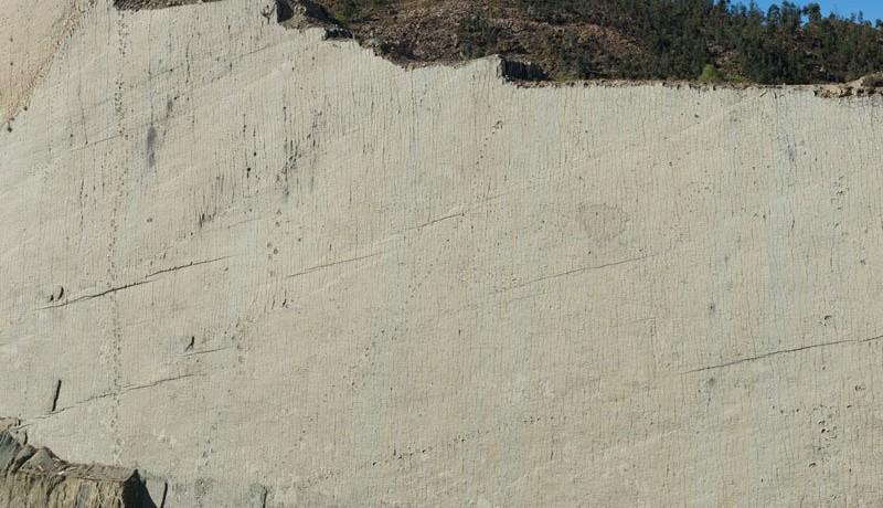 cal-orko-pas-dinosaure-falaise-bolivie-08