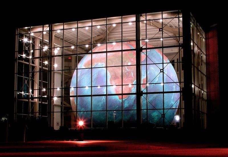 eartha-plus-grand-globe-rotation-01