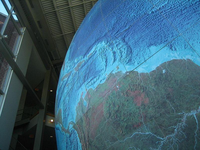 eartha-plus-grand-globe-rotation-03